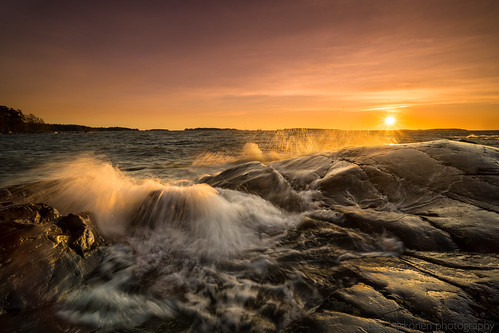 2020 december gulfoffinland helsinki laowa15mmf2zerod longexposure sonya7iii suomenlahti särkkäniemi aamu aamunsarastus auringonnousu cliffs coast dawn landscape maisemakuva meri morning pilvet pitkävalotus rannikko rantakalliot sea sunrise waves aallot