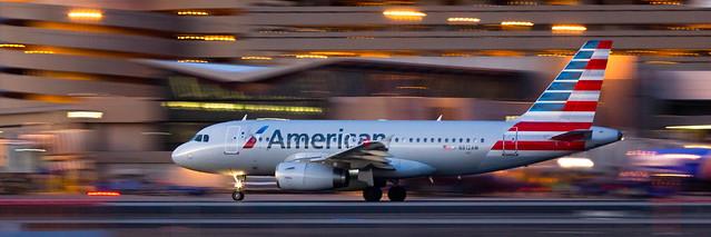 American N812AW leaving Sky Harbor