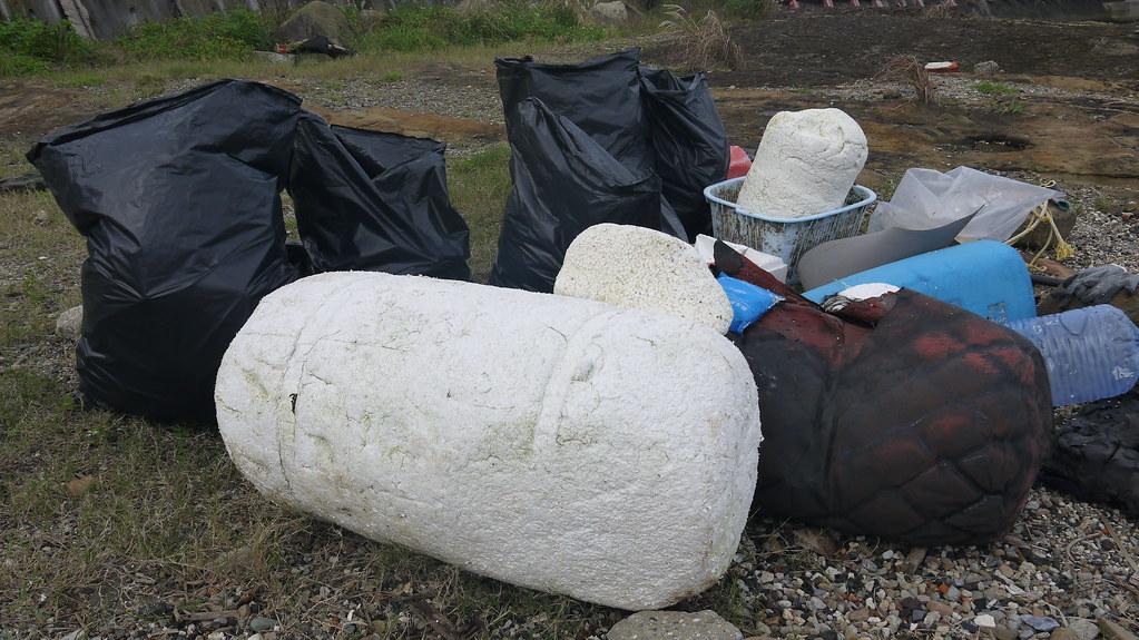 每次淨灘行動所能清除的海廢量往往難以預估。資料照,黃思敏攝