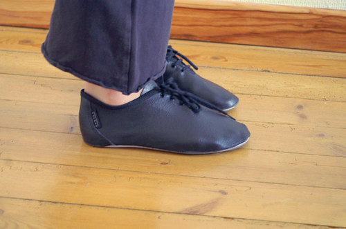 Womens and girls soft soled jazz shoes