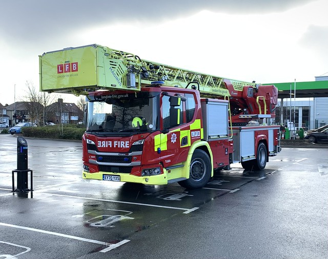 London Fire Brigade • TL62A • EY70YXS