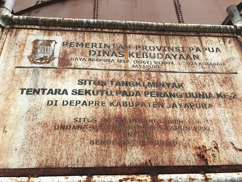 Informatiebord bij opslagtank in Depapre met aanduiding beschermde status.