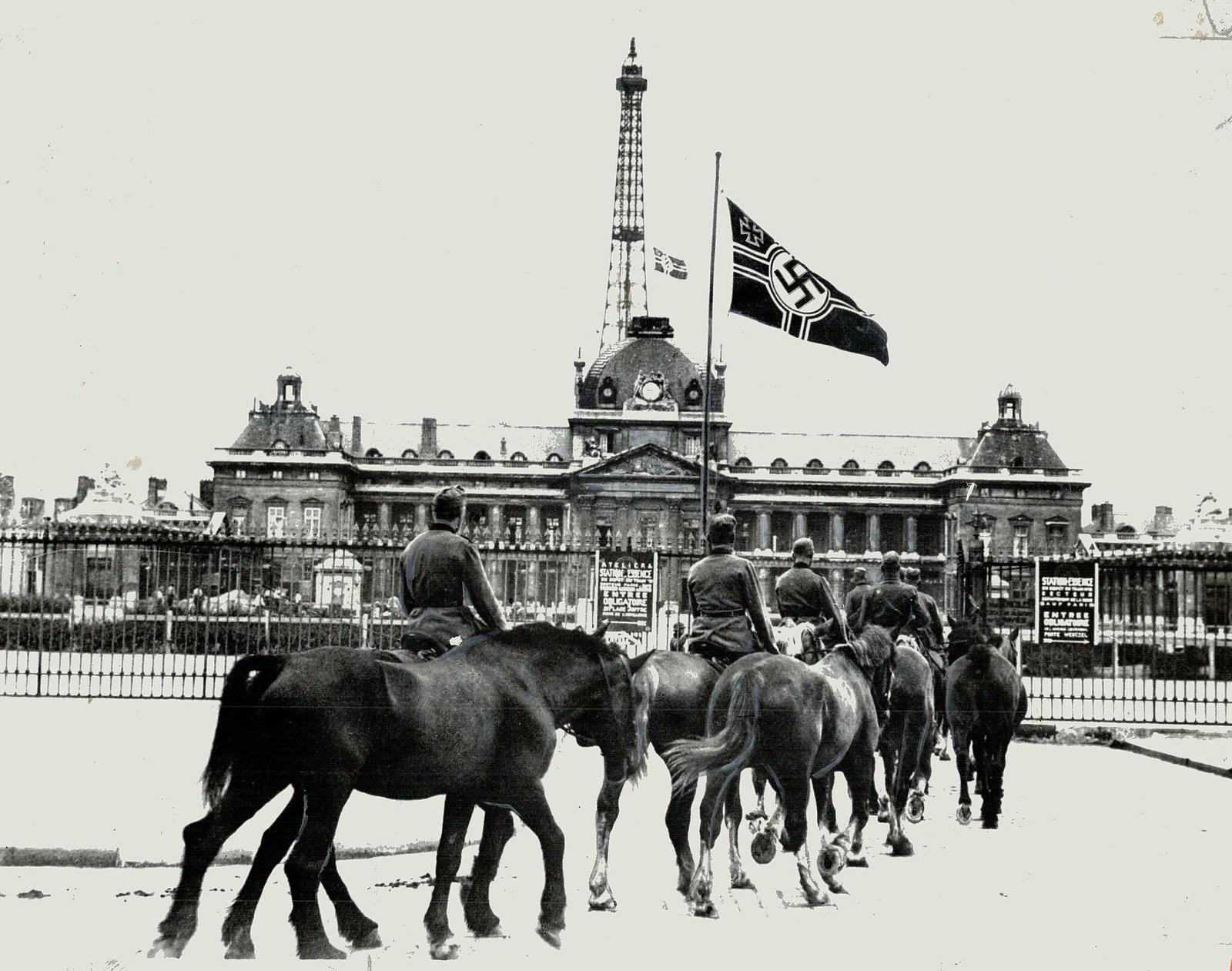 1942. Эйфелева башня; знаменитая парижская достопримечательность; на которую, как сообщается, у Берлина есть планы утилизации
