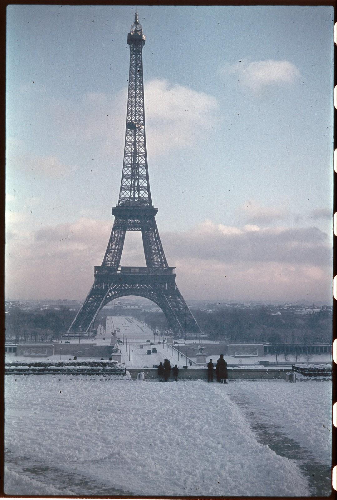 1941. Эйфелева башня зимой (3)