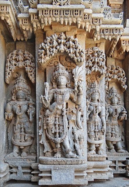 Kama, le dieu du désir amoureux, sur le temple de Chennakesava (Somanathapura, Inde)