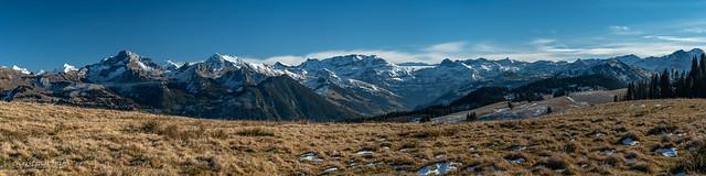 Panorama automnal sur les Alpes bernoises (Switzerland)