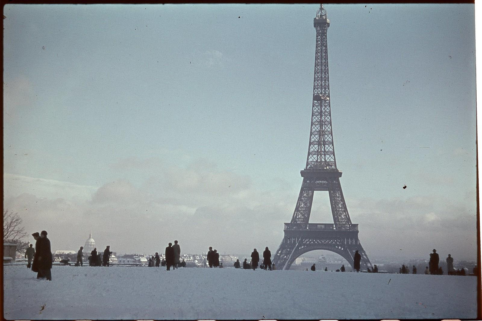 1941. Эйфелева башня зимой (4)