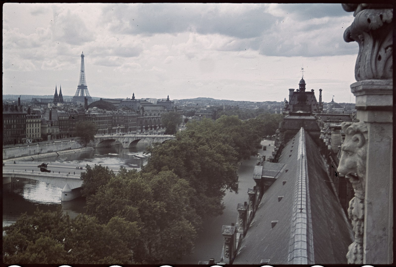 1941. Эйфелева башня весной (5)