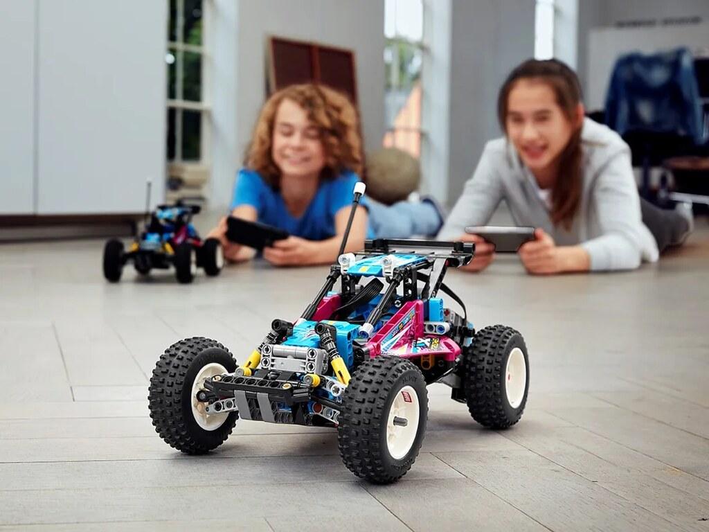 LEGO 42124 科技系列【越野車(Off-Road Buggy)】藉著專屬 APP 就能用手機遙控前進!