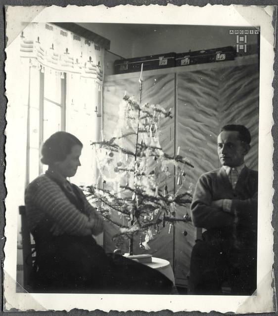 ArchivTappen2AAl2c Ehepaar am Weihnachtsbaum, Österreich, 1938