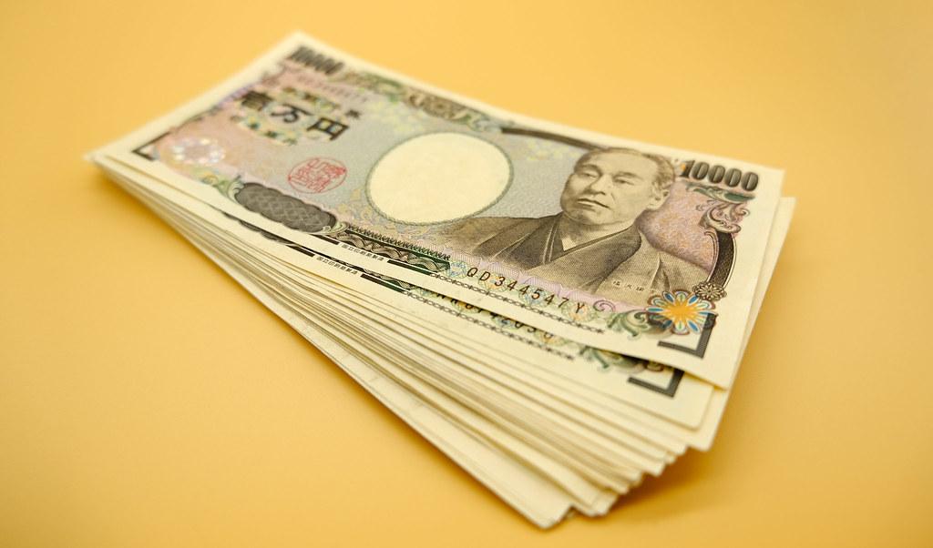 お金のストックイメージ:  一万円札の札束