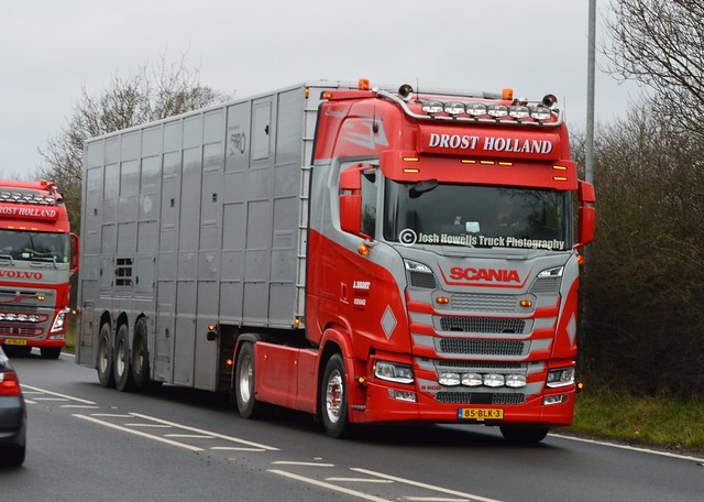 Drost Veetransport 85-BLK-3 (Holland) On The A5 At Oswestry