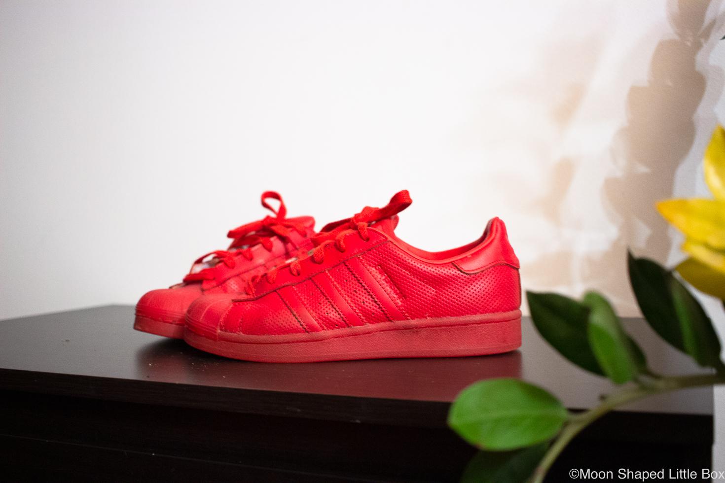 Adidas-Superstar-punaiset-tennarit