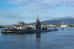 USS Topeka (SSN 754)approaches a pier at Joint Base Pearl Harbor-Hickam, Dec. 15. (U.S. Navy/Lorilyn Cravalho)