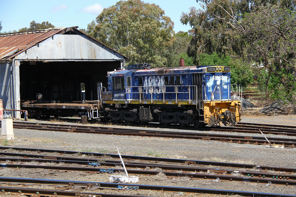 48138 looking a bit shabby by David Arnold