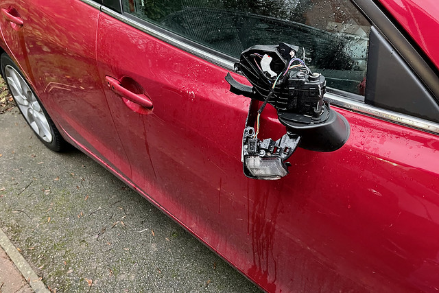 Damanged wing mirror