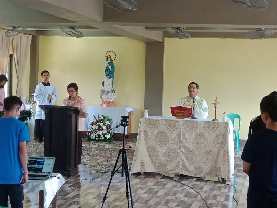 Consagración a la Virgen en la escuela en Filipinas