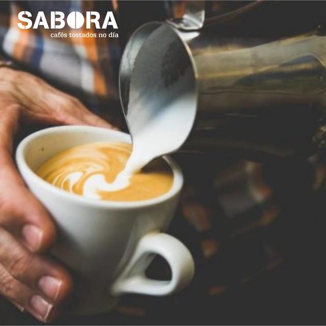 Leche vaporizada en café espresso