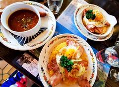 Rösti se špekem a vajíčkem a gulášová polévka