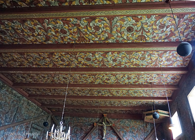 Ceiling rich decorated