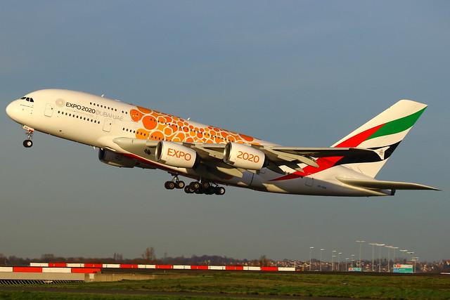 Emirates Airbus A380-861 A6-EOU