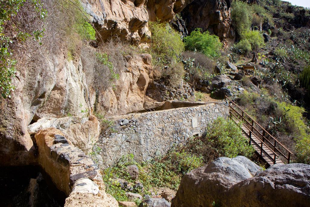 Tanquillas de agua en la fuente de Tamaide
