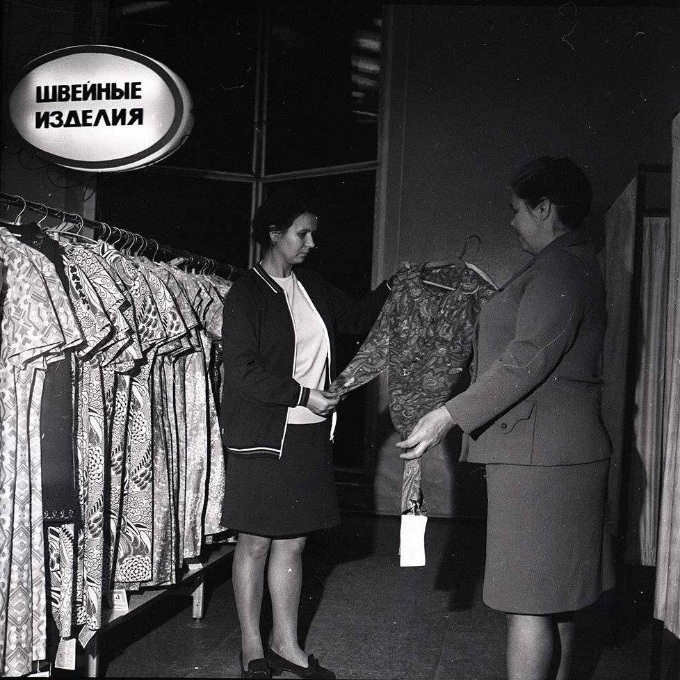 1970-е. В ассортиментном кабинете швейной фабрики