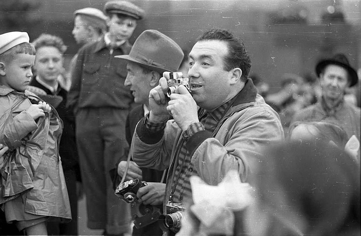 1950-е. Самарий Михайлович Гурарий на Красной площади.