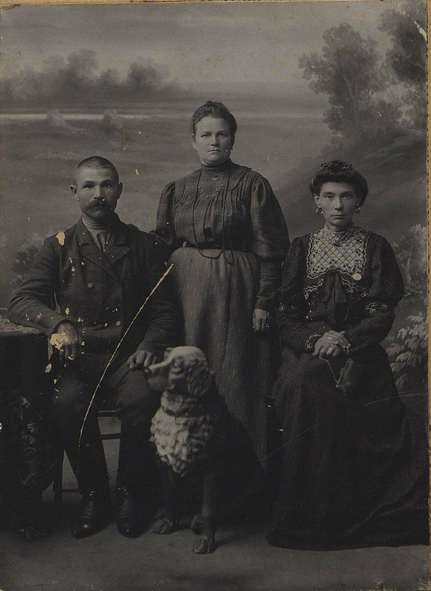 06. Иванов Иван Николаевич, иркутский мещанин, его жена Александра и сестра Бониной Фёкла Николаевна.1908