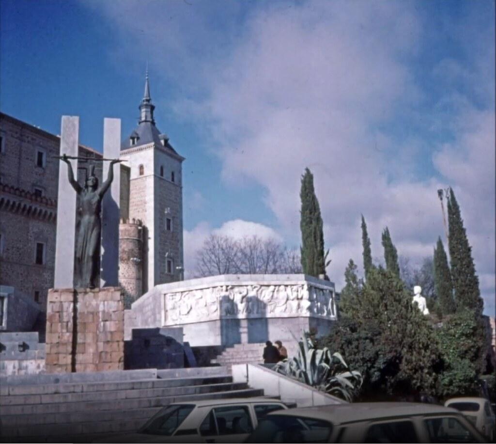 Alcázar de Toledo el 30 de diciembre de 1977. Fotografía de Peter Laurence
