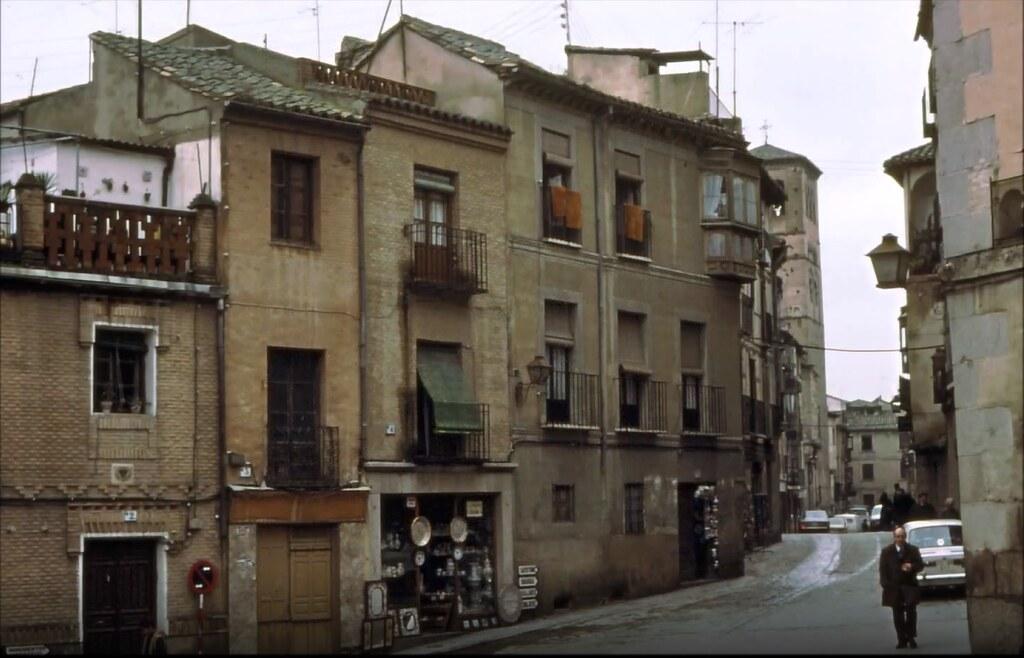 Calle de Santo Tomé y Plaza del Salvador en Toledo el 30 de diciembre de 1977. Fotografía de Peter Laurence