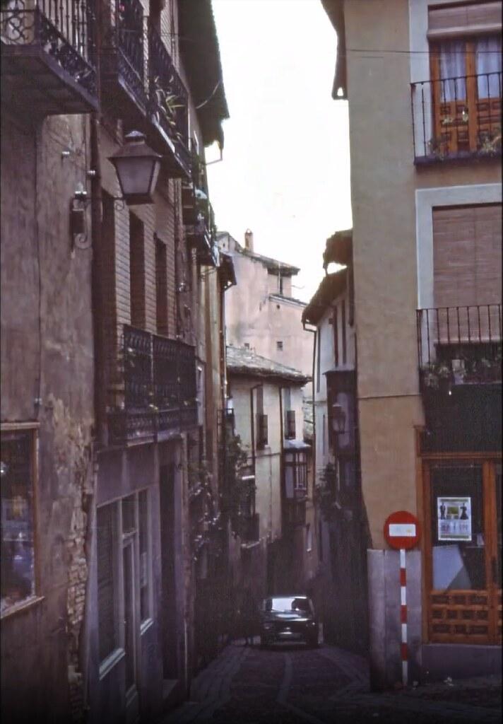 Calle del Pozo Amargo en Toledo el 30 de diciembre de 1977. Fotografía de Peter Laurence