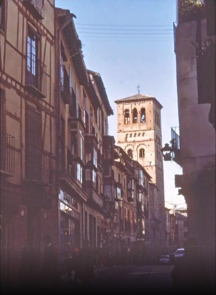 Calle de santo Tomé en Toledo el 30 de diciembre de 1977. Fotografía de Peter Laurence