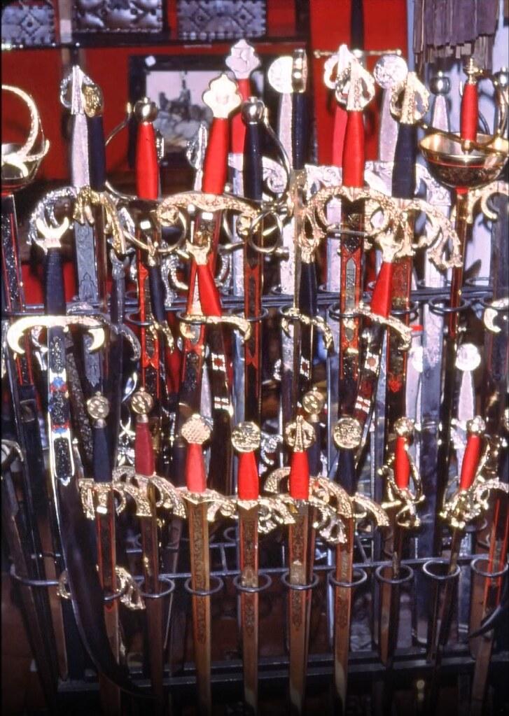 Espadas de Toledo el 30 de diciembre de 1977. Fotografía de Peter Laurence
