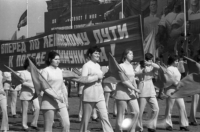 1972. Идут сталевары. Красная площадь (1)