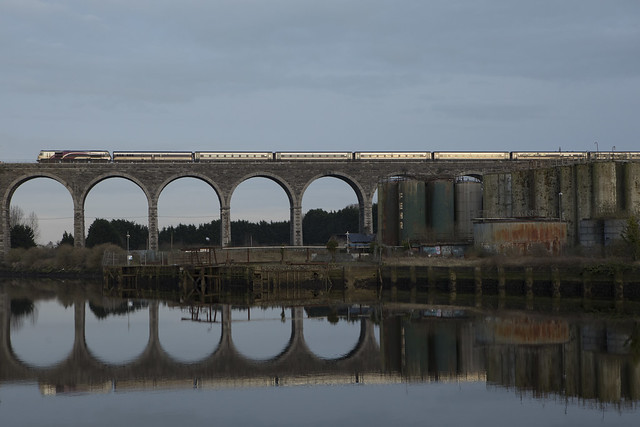 207 on 1605 Belfast Central-Connolly crossing the Boyne viaduct at Drogheda 05-Mar-20