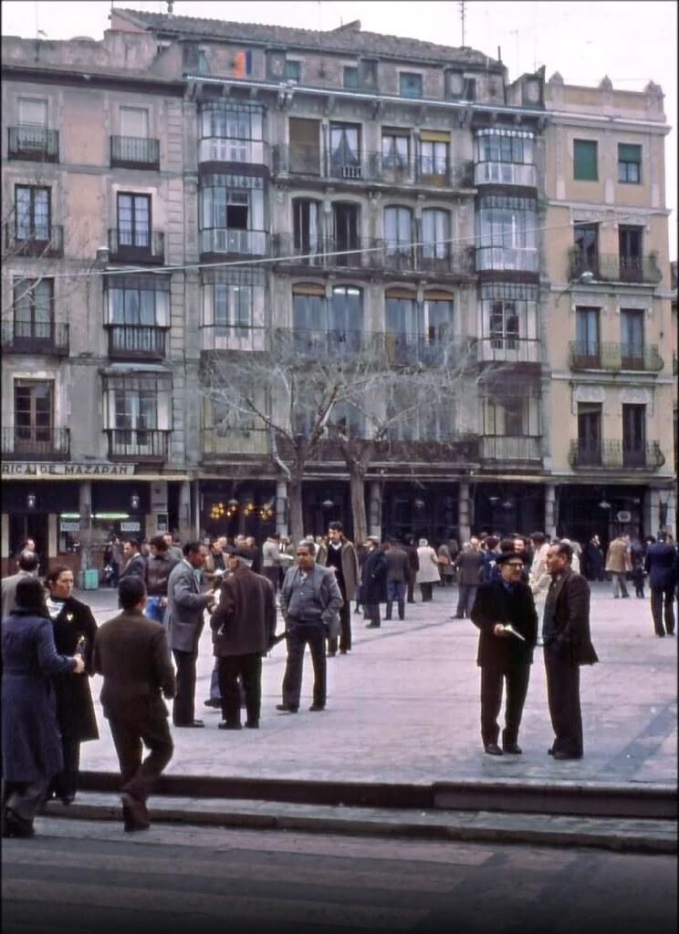 Plaza de Zocodover en Toledo el 30 de diciembre de 1977. Fotografía de Peter Laurence