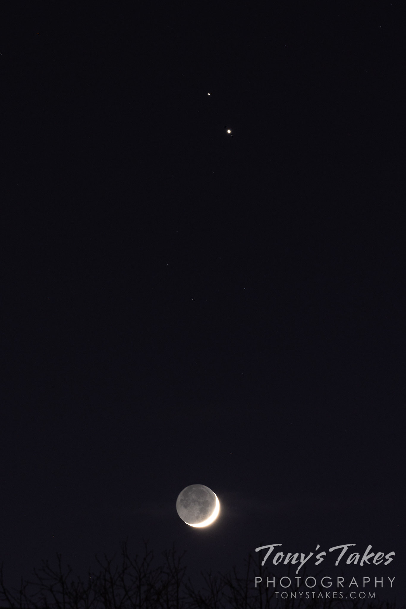 Tonight's celestial show – the crescent moon and Jupiter and Saturn!