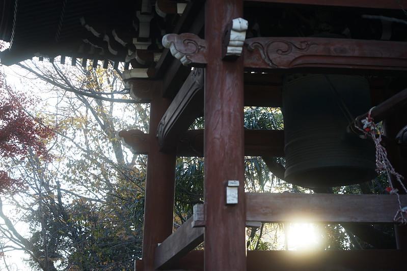 02Sony α7Ⅱ+TAMRON 28 200mm f2 8 5 6 RXD+Black Mistフィルター南池袋法明寺の釣鐘