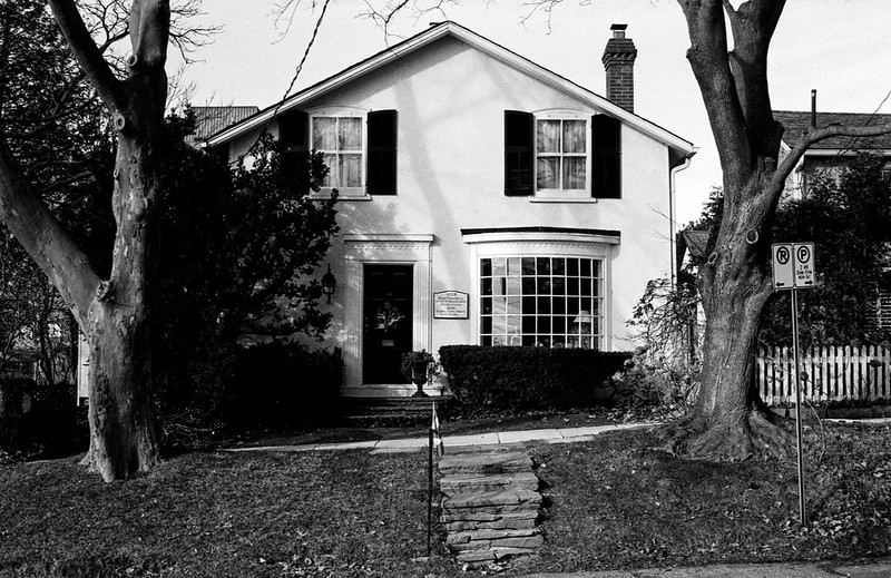 Wiliam St. White House with Steps
