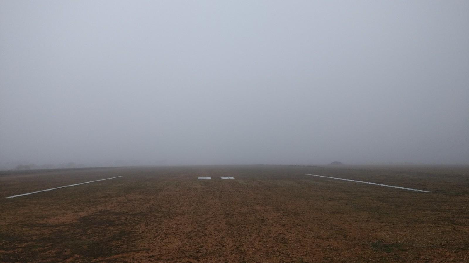 Aerodromo pistas niebla dic17 (5)