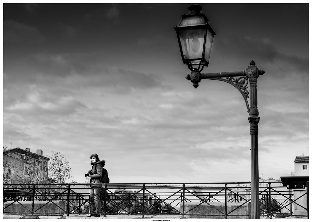 La fille sur le pont .../ Girl on the bridge...