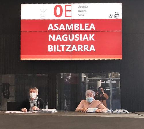 Natalia y Lutxi en la Asamblea General de Nagusiak Bizkaia 2020