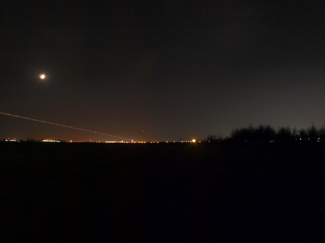 VCSE - A Hold, Jupiter és Szaturnusz a schönefeldi reptér felett - Kép: Csizmadia Szilárd