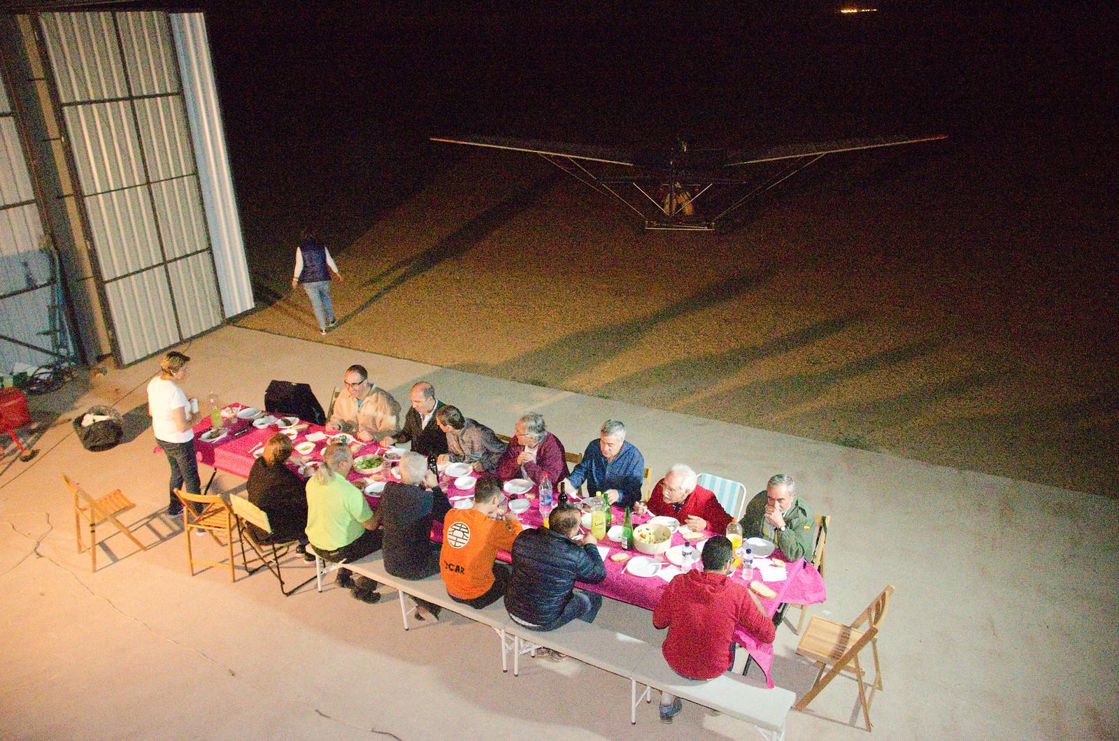 Cena Club Aerodromo Astorga Kitfox  hangar noche (25)
