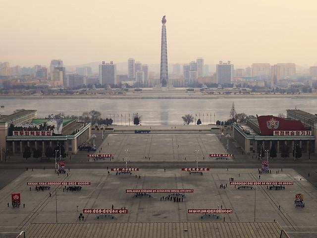 Place Kim Il-sung depuis le balcon de la bibliothèque