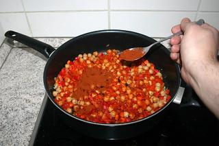 23 - Add paprika / Paprikapulver einstreuen