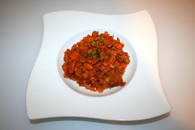 36 - Ajvar chickpea fry - Served / Ajvar-Kichererbsen-Pfanne - Serviert
