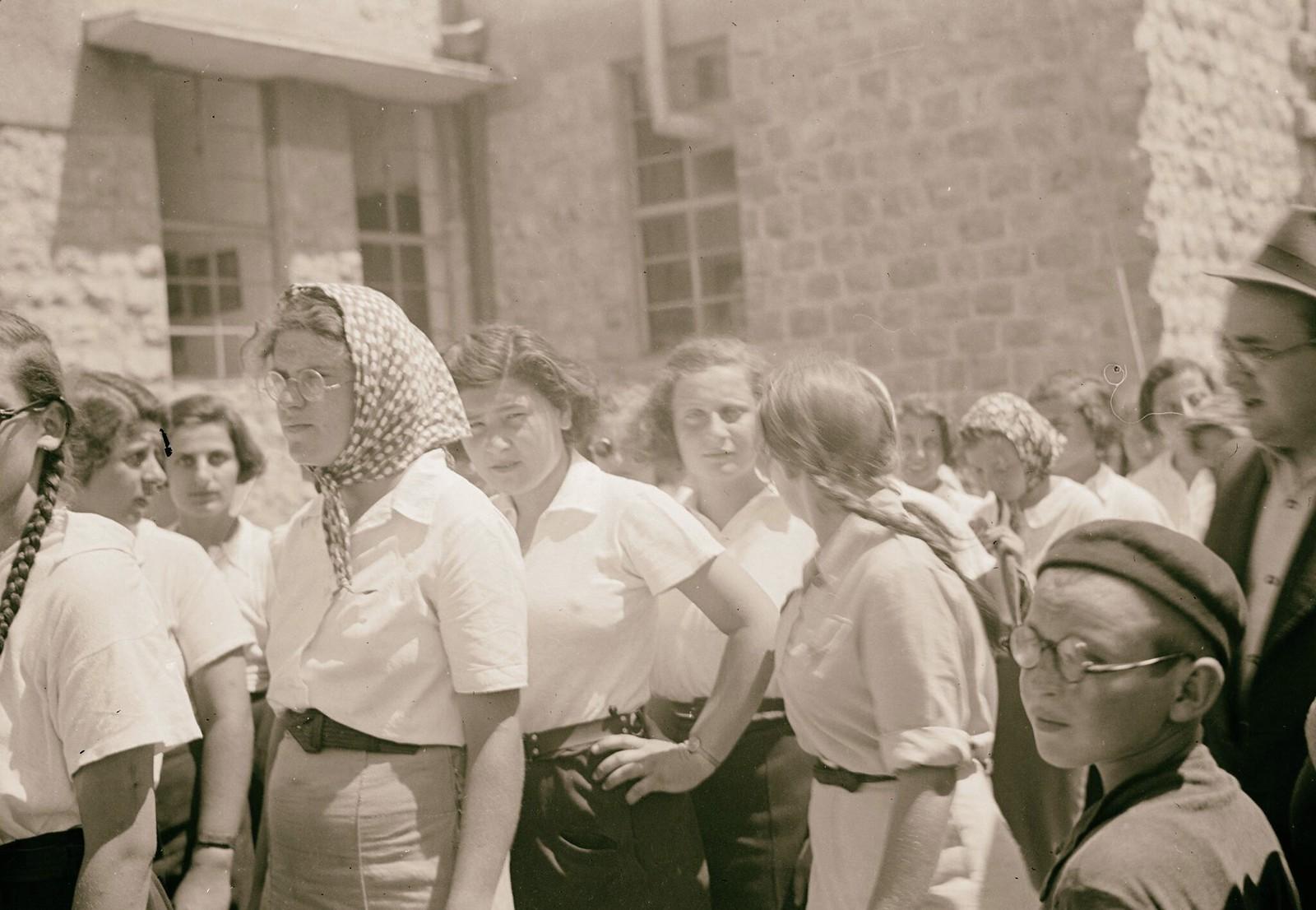 11. Еврейские демонстрации протеста Белой книги. Ученицы гимназии «Рехавия»18 мая (1)