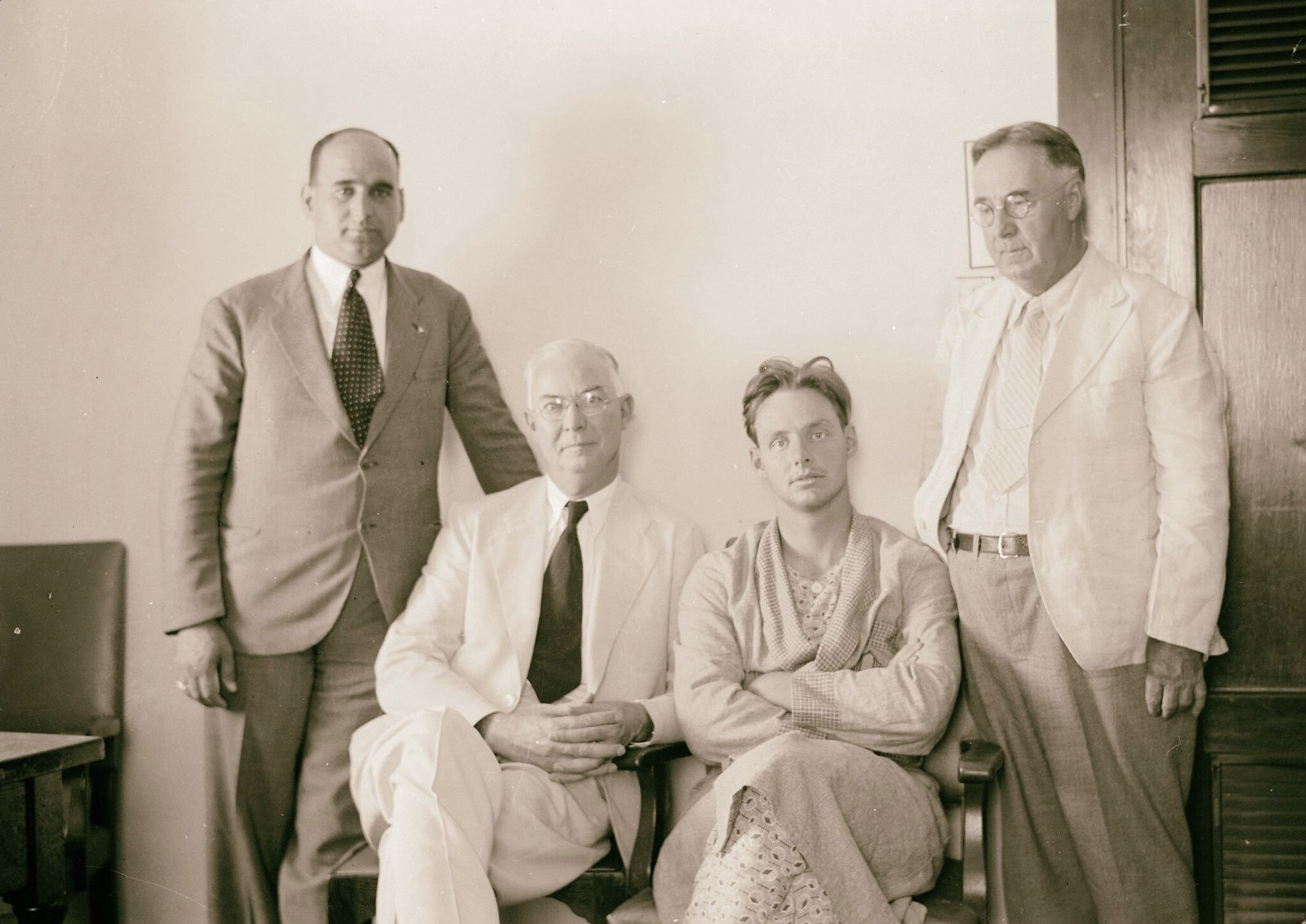 10. Доктор Джейкоб Голднер и его сын, преподобный Героулд Голднер из Огайо, были похищены на Мар-Саба-роуд, 19 июля
